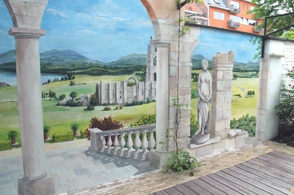 Trompe l 39 oeil muurschildering in tuin - Deco trompe l oeil muurschildering ...